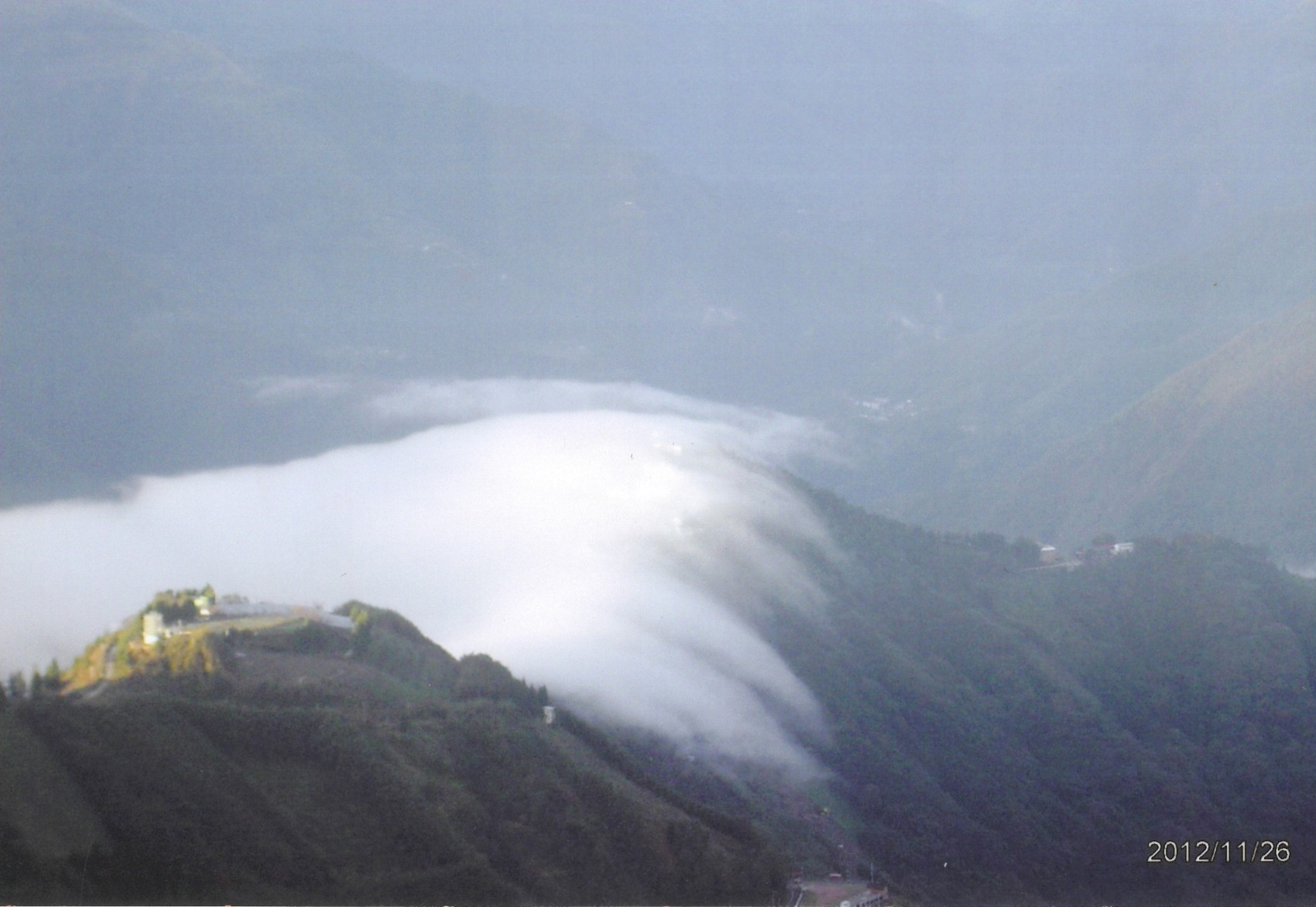 clouds-spilling-over-mountains-in-la-la-shan
