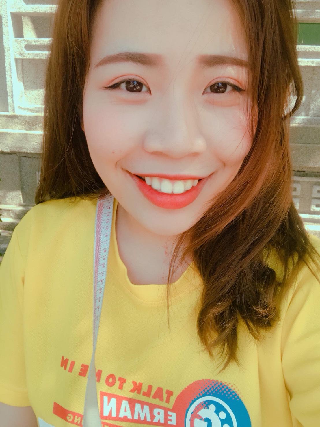 Teaching English and Living in Taiwan, Chinese / English tutor image