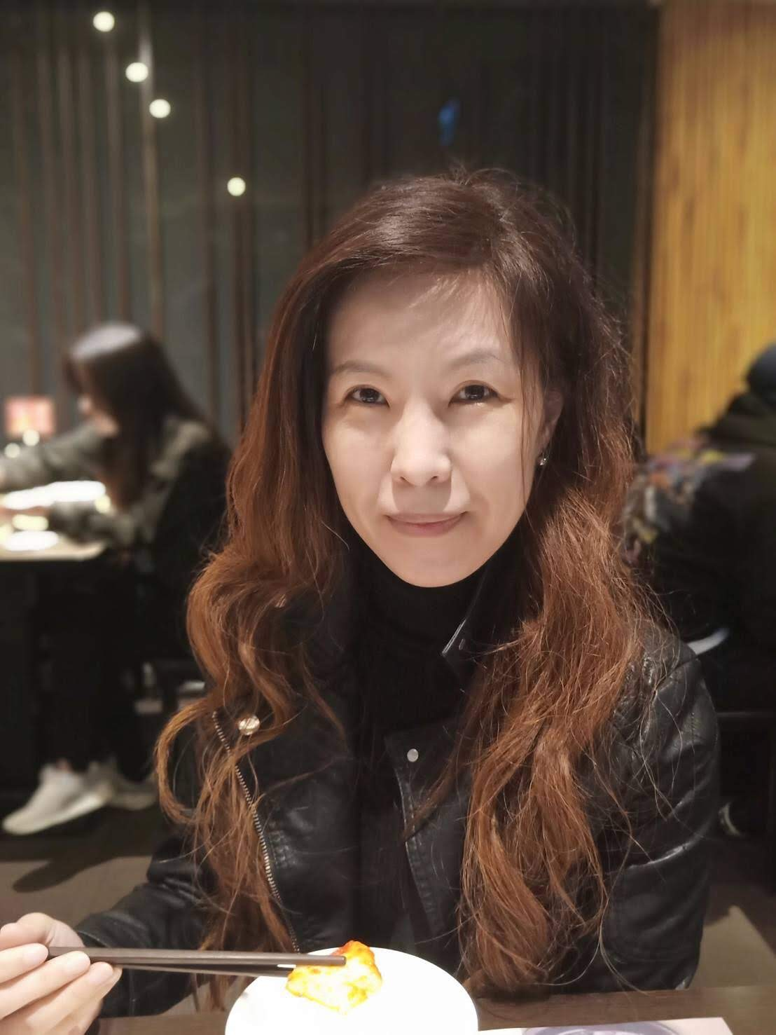 Teaching English and Living in Taiwan Tutors of Chinese Available  華語教師、華語家教, A Friendly Mandarin Teacher With Patience, Teaching At The Office Near By The Zhongxiao Fuxing Metro station. image