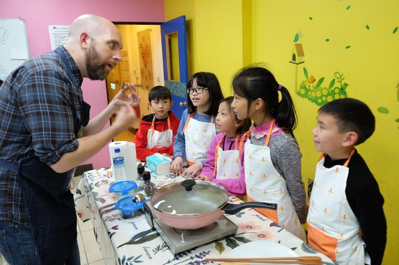 Teaching English and Living in Taiwan Jobs Available 教學工作, D & V Art and English Academy 1st Time Teachers Welcomed! High Pay up to NT$750+/hr!!  image
