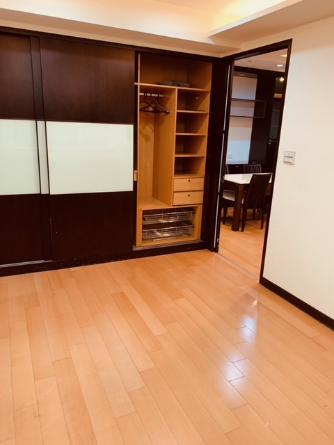 Teaching English and Living in Taiwan Apartments for One Person, XINDIAN QIZHANG MRT (GREEN LINE) SOPHISTICATED & SPACIOUS  24H SECURITY FULL KITCHEN W/LOTS OF STORAGE SPACE image