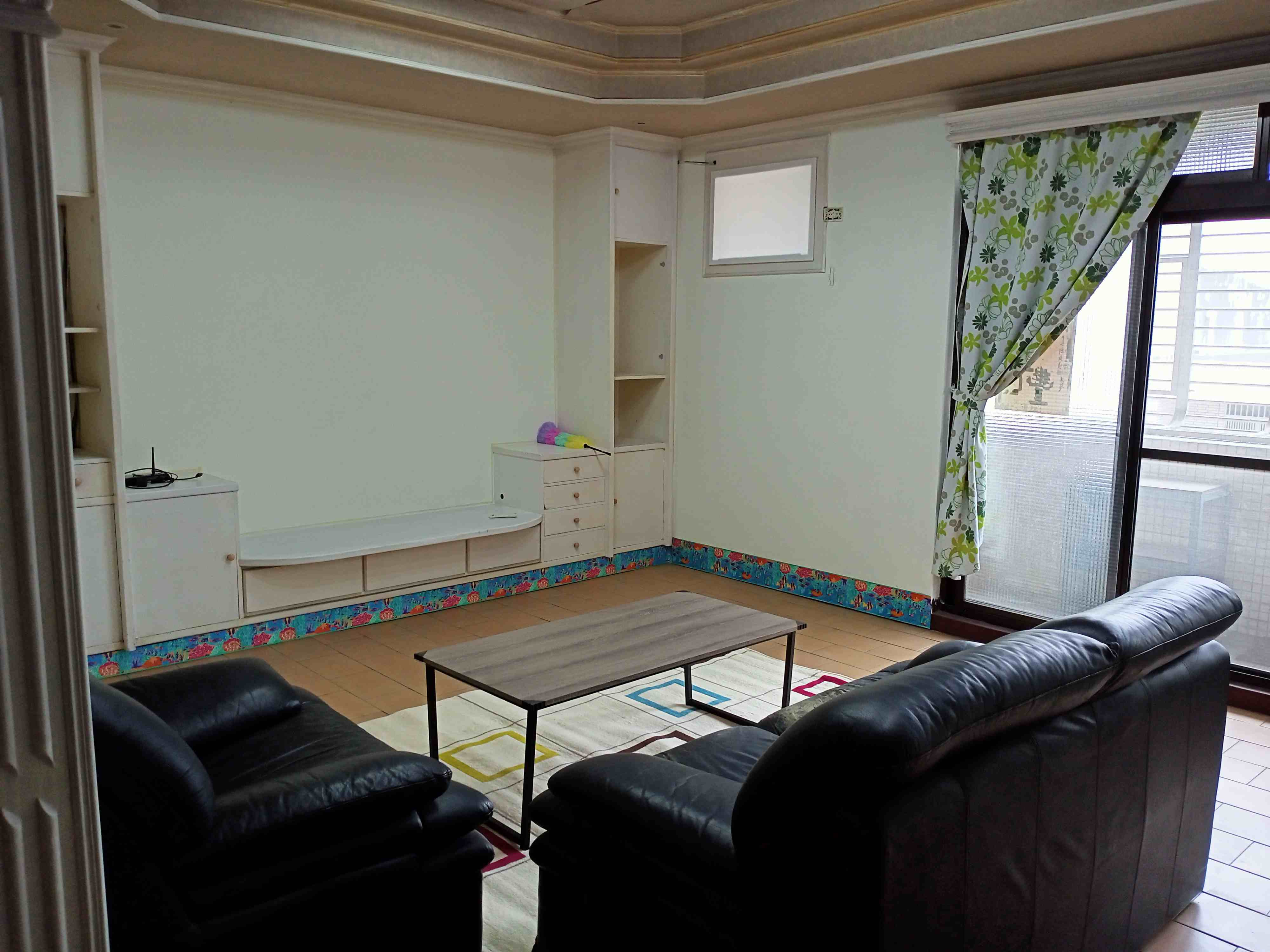 Teaching English and Living in Taiwan, cozy room shareing for a good tenant image