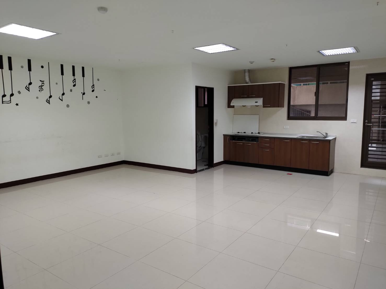 Teaching English and Living in Taiwan Apartments for One Family, Spacious space rent for tutors online office image