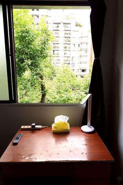 Teaching English and Living in Taiwan Apartments to Share, big bedroom, big windows, natural light, clean&quiet, near NTNU-ShiDa night market image