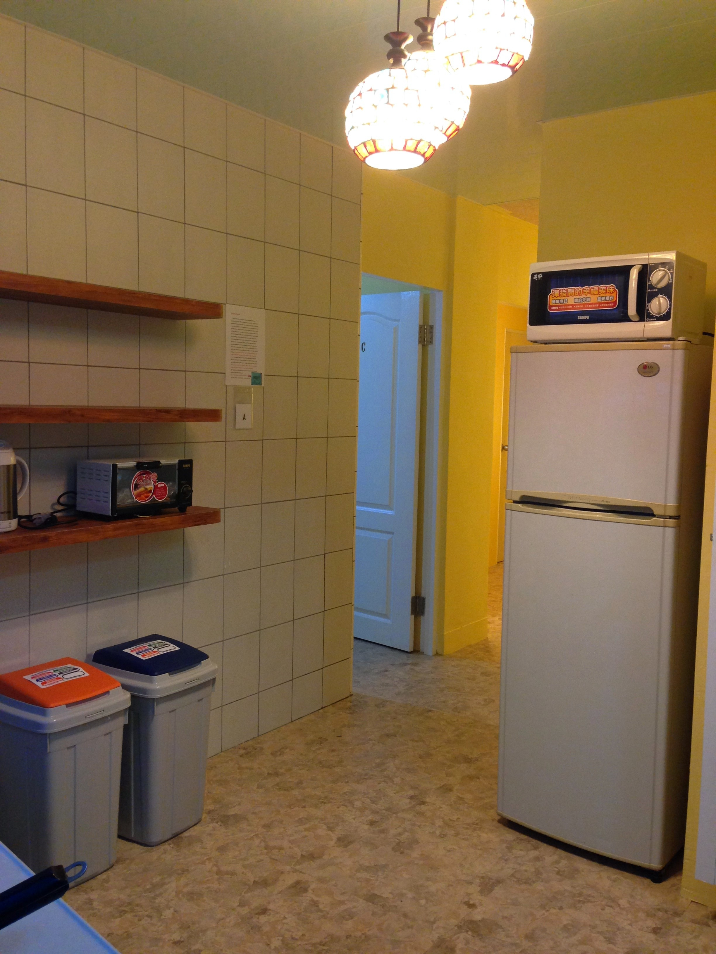 Teaching English and Living in Taiwan Apartments to Share, Double bed room 3 minute away from Gongguan station from Sep 1st (all inclusive) image