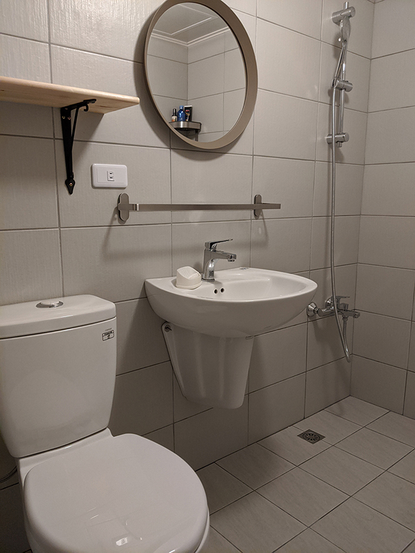 Teaching English and Living in Taiwan Apartments to Share, Looking for flatmate / Room for rent image
