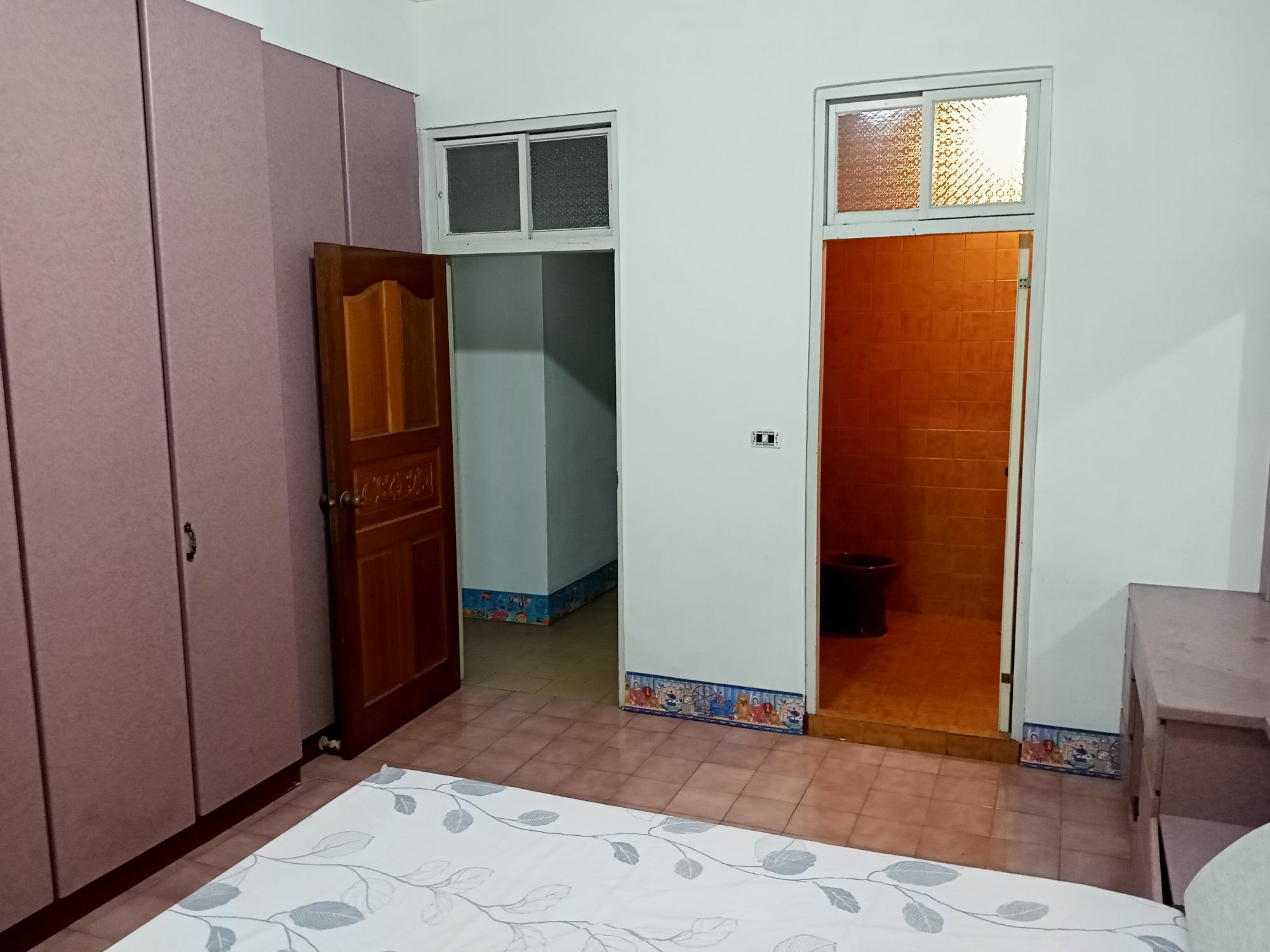 Teaching English and Living in Taiwan Apartments to Share, cozy room sharing for a good tenant image